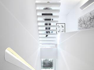 Casa José Prata Barbosa & Guimarães, Lda. Corredores, halls e escadas modernos