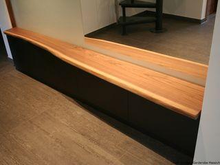 Garderobe aus Massivholzbohlen Black Walnut (amerikanischer Nussbaum) falk-raum-design-systeme Flur, Diele & Treppenhaus im Landhausstil