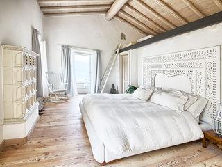 STUDIO PAOLA FAVRETTO SAGL Rustic style bedroom Engineered Wood White