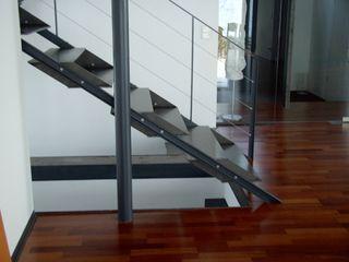 HOME DESIGN 1 Planungsbüro GAGRO Flur, Diele & TreppenhausTreppen