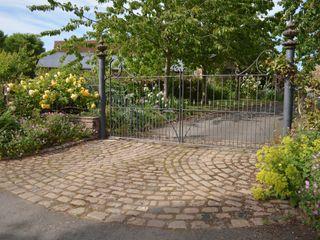 Driveways and Gates Unique Landscapes 庭院