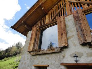 zanella architettura Puertas y ventanas de estilo rústico