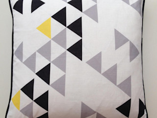Polygon cushion by A Mind's Eye An Artful Life MaisonArticles ménagers