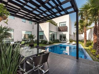 ARQUIPLAN Giardino con piscina