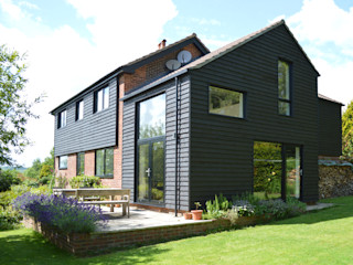 Extension and Refurbishment in Fernhurst, West Sussex by ArchitectureLIVE ArchitectureLIVE Modern houses Wood Black