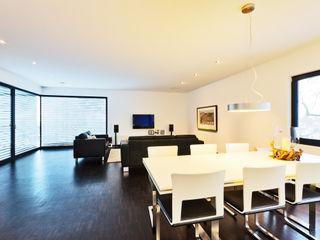 Z House, Single Family home in Seeheim, Germany Helwig Haus und Raum Planungs GmbH غرفة المعيشة
