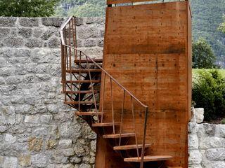 CASTELLO CECONI - ESTERNI Elia Falaschi Fotografo Ingresso, Corridoio & Scale in stile moderno