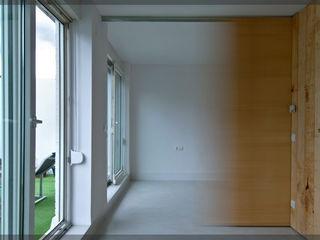Estudio TYL industrial style corridor, hallway & stairs