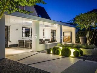 ERIK VAN GELDER   Devoted to Garden Design Balcone, Veranda & Terrazza in stile minimalista