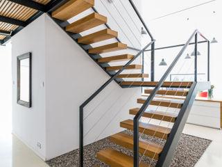 KROPKA STUDIO'S PROJECT Kropka Studio Modern Corridor, Hallway and Staircase