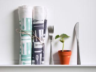 Printed tea towels by Kate Farley Kate Farley KitchenAccessories & textiles