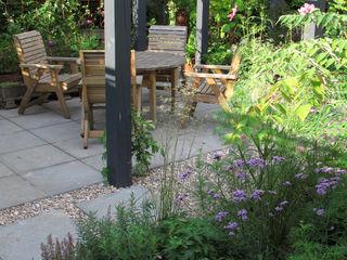 Contemporary Pergola Garden Fenton Roberts Garden Design Jardins modernos