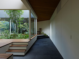 House in Higashimurayama 石井秀樹建築設計事務所 الممر الحديث، المدخل و الدرج