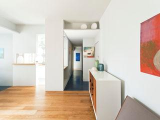 Polibio ACABADOMATE Casas de estilo moderno