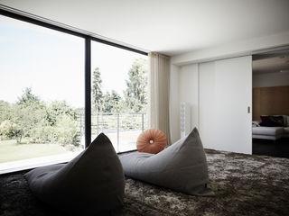 HOME Schlafen & Wohnen GmbH Dormitorios modernos: Ideas, imágenes y decoración