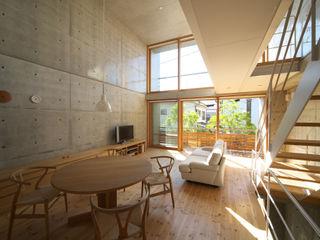 House in Fuchu 佐藤重徳建築設計事務所 Eclectic style living room