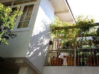 Ornella Lenci Arquitetura Modern balcony, veranda & terrace