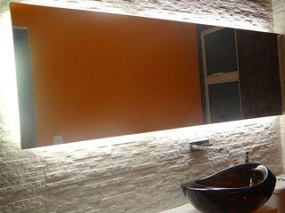 Arquitetura Sônia Beltrão & associados Moderne Badezimmer Marmor Bernstein/Gold