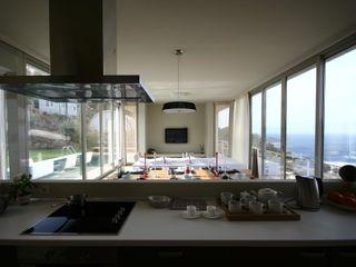 HANDE KOKSAL INTERIORS Modern kitchen