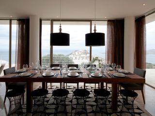 HANDE KOKSAL INTERIORS Modern dining room