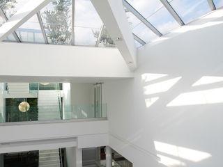 CASA MOVIMENTO FCM Arquitetura Paredes e pisos modernos