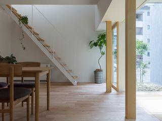 ALTS DESIGN OFFICE Коридор, прихожая и лестница в модерн стиле