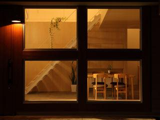 ALTS DESIGN OFFICE Окна и двери в стиле модерн