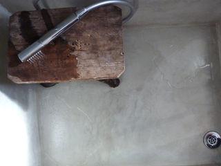 Pavimento Moderno Baños de estilo minimalista