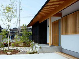 小笠原建築研究室 Single family home Wood Beige