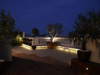 Attic integral refurbishment in Barcelona FG ARQUITECTES Modern Terrace