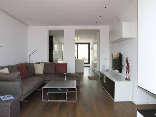 Attic integral refurbishment in Barcelona FG ARQUITECTES Modern Living Room