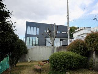 S邸ガレージハウス 一級建築士事務所・スタジオインデックス モダンな 家