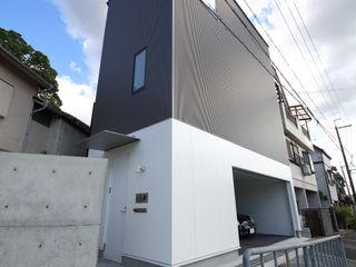 Y邸ガレージハウス 一級建築士事務所・スタジオインデックス モダンな 家