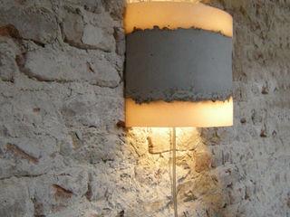 RENATE VOS product & interior design Corredor, vestíbulo e escadasIluminação
