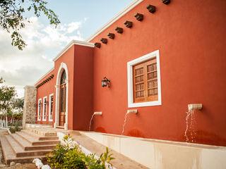 Arturo Campos Arquitectos Finestre & Porte in stile coloniale