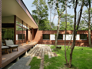 atelier137 ARCHITECTURAL DESIGN OFFICE Scandinavian style houses Bricks Brown