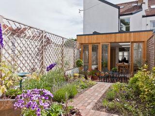 Musician's house in North Bristol Dittrich Hudson Vasetti Architects Modern style gardens