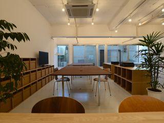 若竹ビル の シェアオフィス SHUSAKU MATSUDA & ASSOCIATES, ARCHITECTS モダンデザインの 書斎