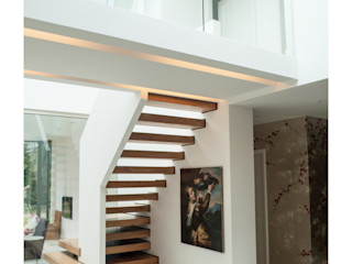 Glass House Sophie Nguyen Architects Ltd Modern Corridor, Hallway and Staircase