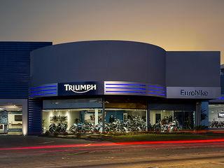 Triumph Porto Alegre RICARDOTRAMONTINA.ART Concessionárias modernas