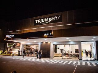 Triumph Triple - Campinas SP RICARDOTRAMONTINA.ART Concessionárias minimalistas