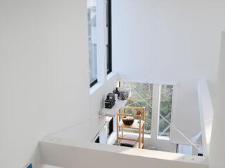 Living room 株式会社小島真知建築設計事務所 / Masatomo Kojima Architects Modern dressing room