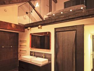 Metropolitan Wharf Perfect Integration Industrial style bathroom