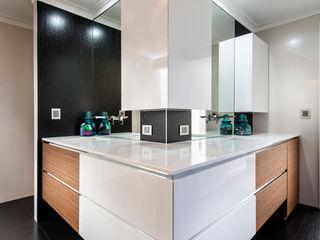 Menora Residence Moda Interiors Baños de estilo moderno