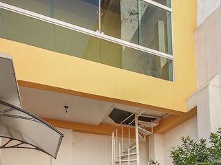 projeto - fachada residência01 Michele Balbine Fotografia Varandas, alpendres e terraços modernos