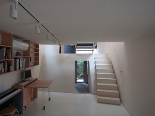 M+2 Architects & Associates Nowoczesne domowe biuro i gabinet