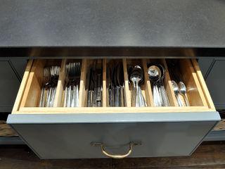 Property Renovation Hartley Quinn WIlson Limited КухняСтолові прилади, посуд і посуд