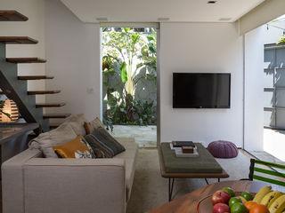SALA2 arquitetura e design Tropische woonkamers