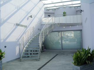"""""""E come tetto: il cielo.."""" Polymorpha Design for Living Case moderne"""