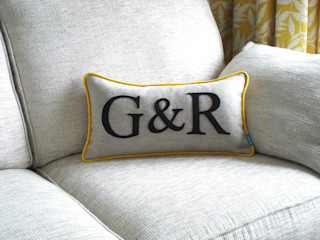 Colour Flash Initial Cushions Kate Sproston Design HogarAccesorios y decoración